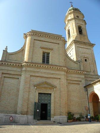 Apiro, إيطاليا: Veduta esterna della colleggiata