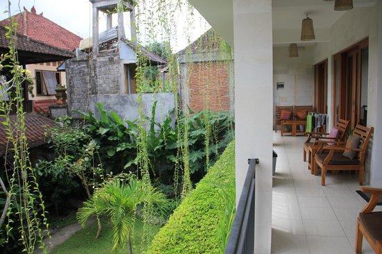 Nani House 2: Vue sur le jardin