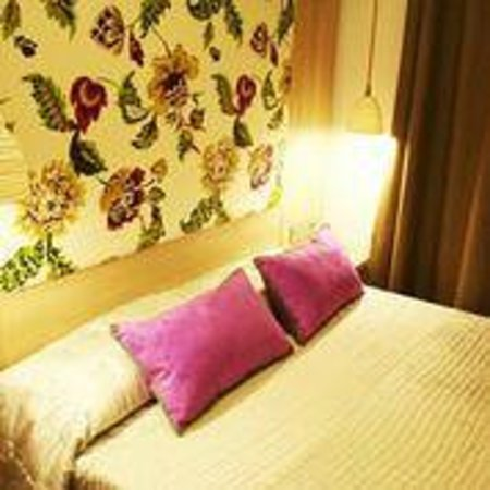 Hotel Ginebra: Rooms with lovely colours