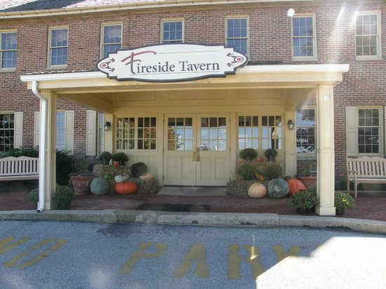 Fireside Tavern: Entrance