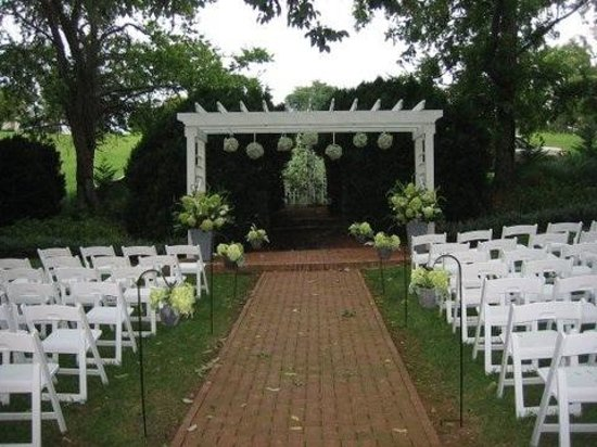 The Inn at Willow Grove : Wedding. Ceremony Site