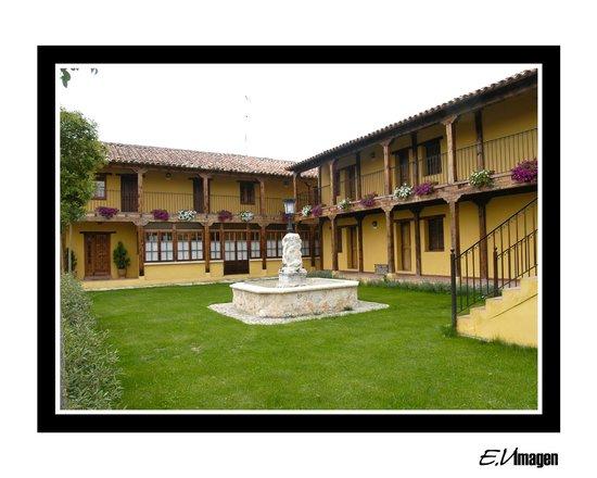 Hotel Los Rastrojos: Hotel en el campo a 4 km del centro de Aranda de Duero
