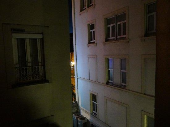 Hotel Suisse Et Bordeaux: View