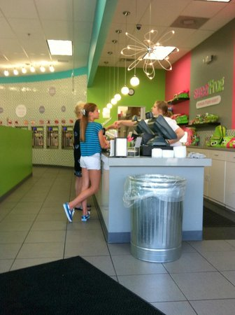 Sweetfrog : Pay at end of self serve