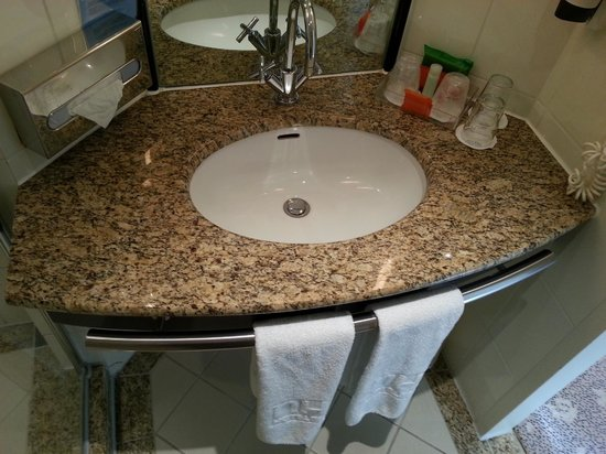 NH Potsdam: Bathroom