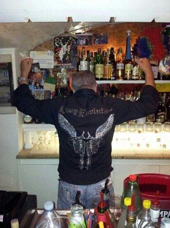 Dionisio American pub