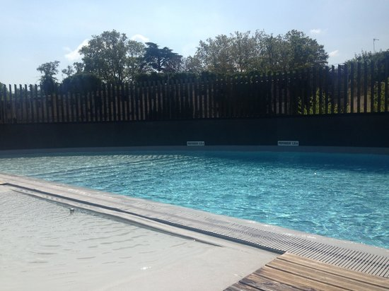 Crowne Plaza Montpellier - Corum: The Swimming Pool