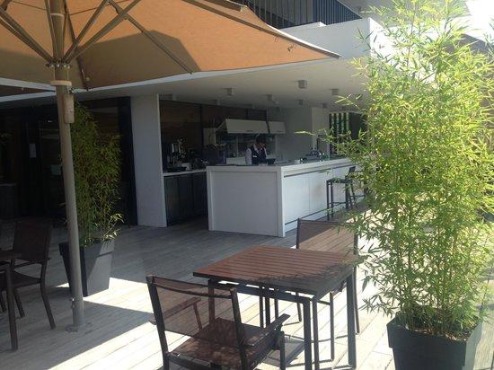 Crowne Plaza Montpellier Corum : Pool side bar