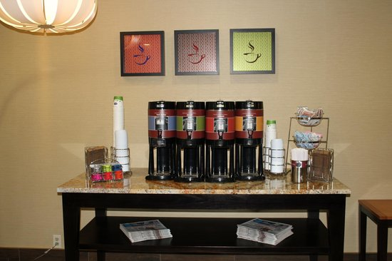Hampton Inn Carrollton: Coffee Station