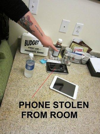 Residence Inn Hartford Windsor: Phone was GONE when we came back!!!!