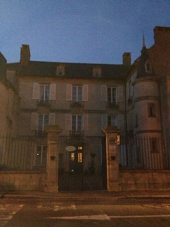 Hotel de Sainte Croix: esterno di notte