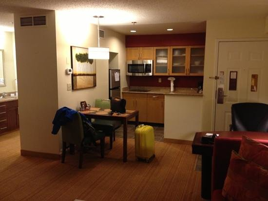 Residence Inn Annapolis: kitchen area