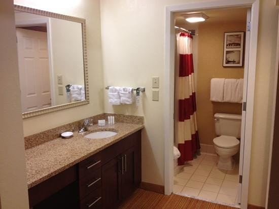 Residence Inn Annapolis: bathroom area
