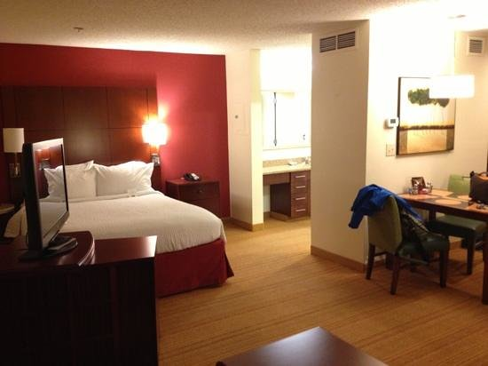 Residence Inn Annapolis: bed area