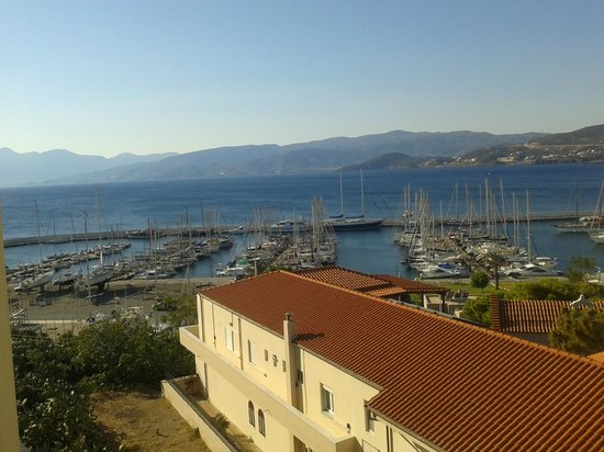 Mantraki Apartments : Marina