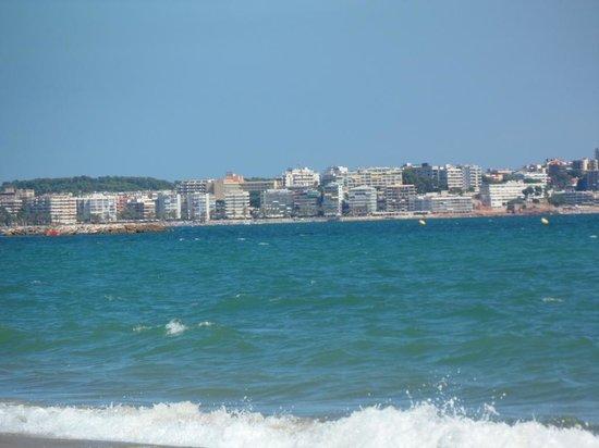 Esmeralda Apartments: Salou across the bay