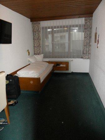 Hotel Rössle: ein spartanisches Einzelzimmer