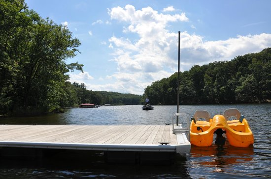 Carmel Cove Inn at Deep Creek Lake : Our doublewide swimming platform