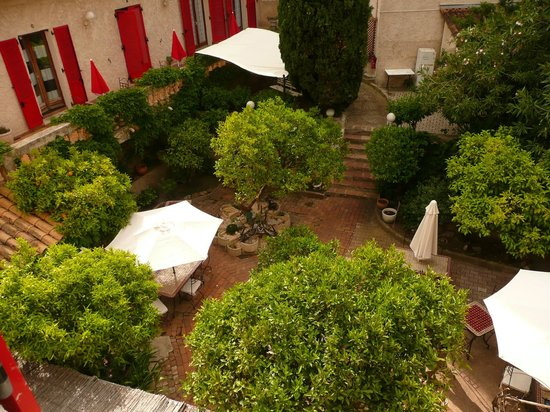 Hotel les Orangers : Vue du jardin pour de super petit déjeuner