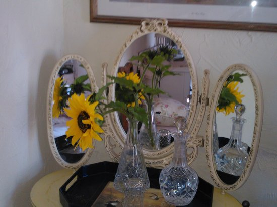 Kinfield B&B: sunflowers from garden