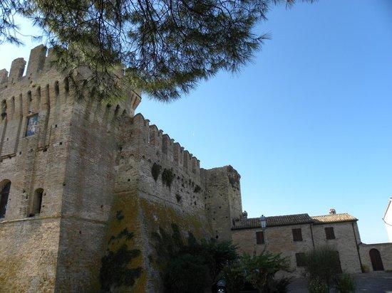 Offagna, Italia: Vista delle mura