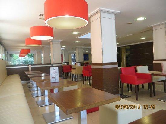 Mediterranean Bay Hotel : comedores -Bar