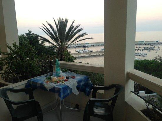 Hotel Miramare : balcony snacking