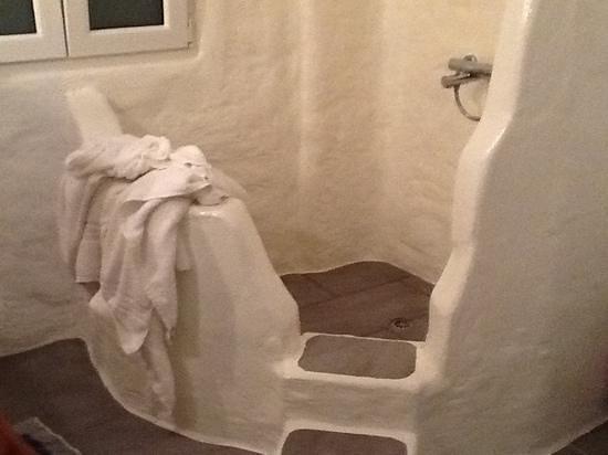 Delmar Apartments & Suites: Ampio vano doccia