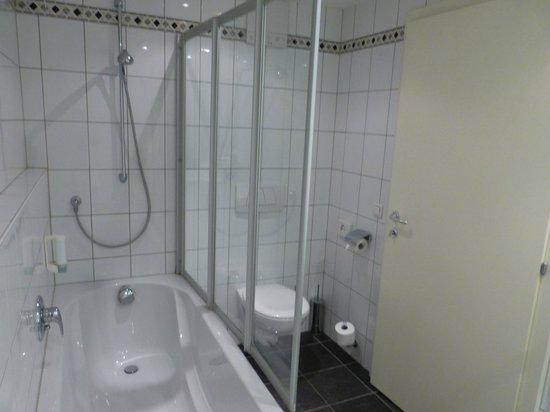 Hotelisssimo Haberstock: Bathroom
