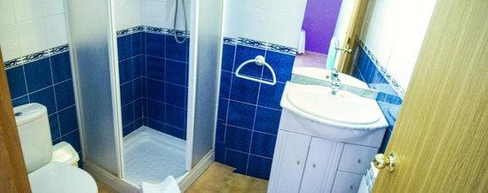 Hostal El Rebos de Campo: el baño de 5