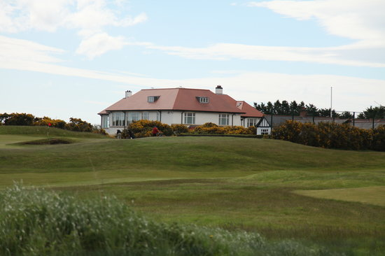 Number Ten B&B: View of Royal County Down Golf Clubhouse
