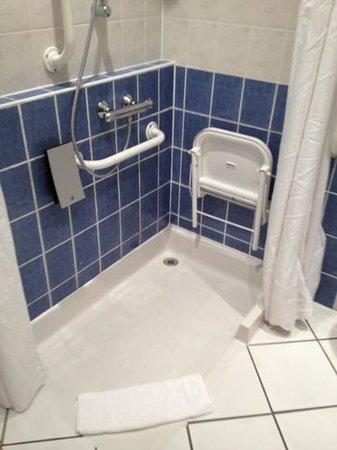 Holiday Inn Express Canterbury: salle de bains