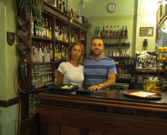 Milk and Coffee: Marco en serveerster