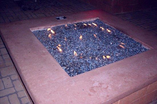 Murphy's Pub & Grill : Patio fire pit