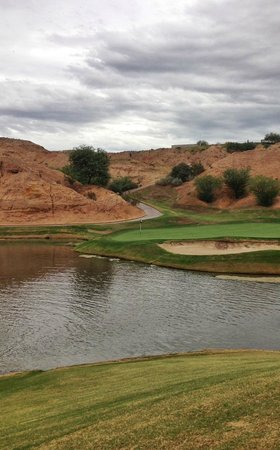Wolf Creek Golf Club: Challenging hole toward the end of the round - Wolf Creek