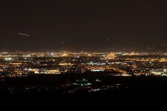 Villa La Pergola: Night view from the poolside