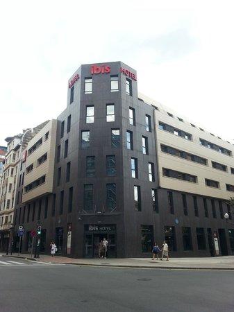 Ibis Bilbao Centro: Fachada del hotel