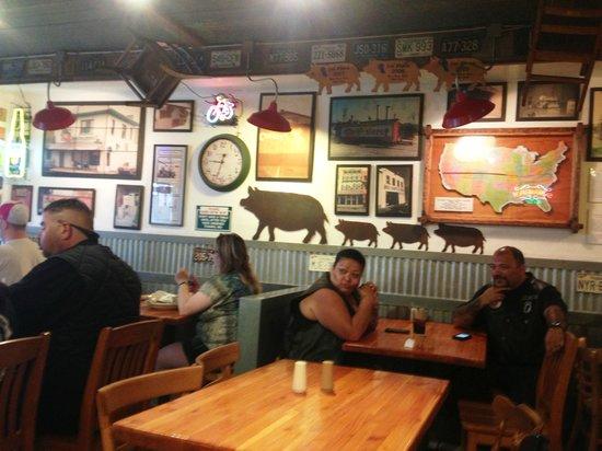 Mo's Smokehouse BBQ: Interior view of Mo's
