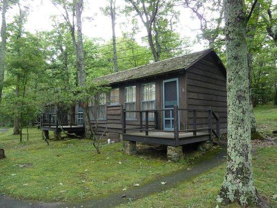Lewis Mountain Cabins: voorzijde cabin