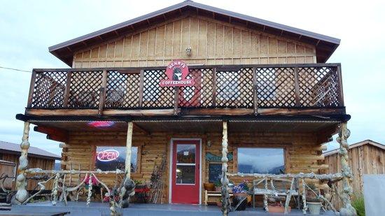 EarthSong Lodge - Denali's Natural Retreat : Henry's