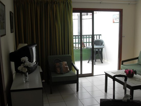 La Florida Apartments: Lounge Area