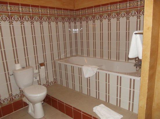 Relais du Silence Domaine des Thomeaux: salle de bain