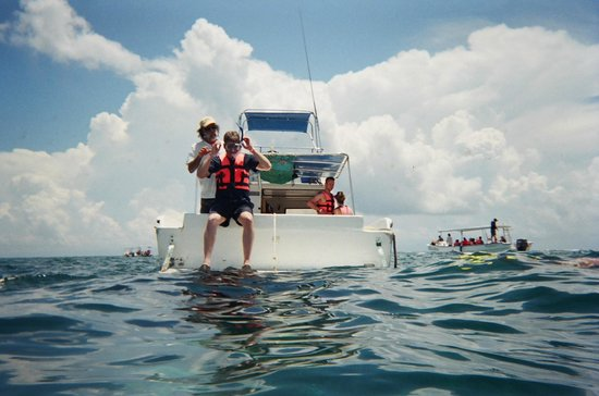 Cancun Mermaid - One Day Tour : View of the boat and how you get into water