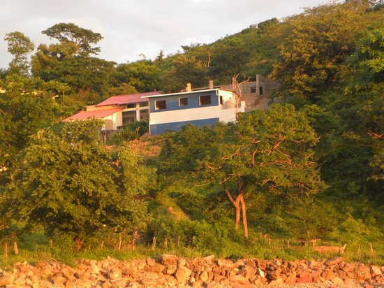 Casa Surfistas Nica: Hillside location gives great view, with short walk to beach.
