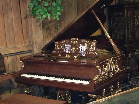 Music House Museum: Ford family hired artists to play this recording player piano. Gershwin was one of  the artist!