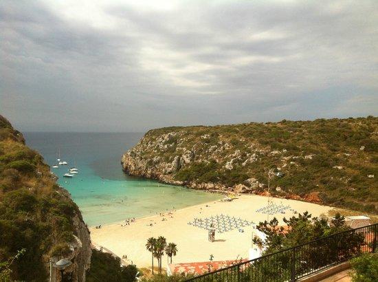 Hotel Playa Azul: View across the road towards the beach area