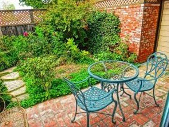 Santa Ynez Inn: Backyard