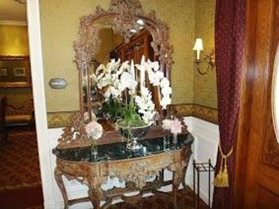 Santa Ynez Inn: Hall