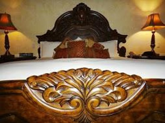 Santa Ynez Inn: Bed
