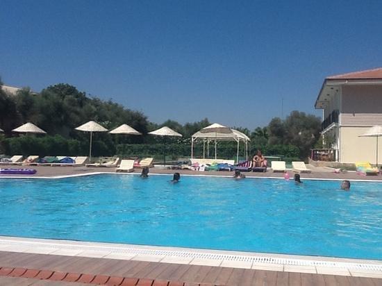 Club Resort Atlantis : piscine eau de mer tres agreable